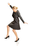 Donna che cammina con attenzione Fotografia Stock Libera da Diritti