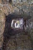 Donna che cammina dentro un tunnel della strada di 52 gallerie, Venet Fotografie Stock Libere da Diritti