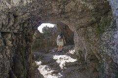 Donna che cammina dentro un tunnel della strada di 52 gallerie, Venet Immagine Stock
