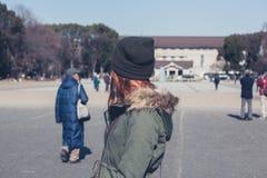 Donna che cammina nel parco di Ueno Fotografia Stock Libera da Diritti