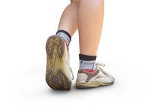 Donna che cammina, primo piano della scarpa di sport Immagine Stock
