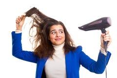 Donna che cattura cura dei suoi capelli Fotografia Stock Libera da Diritti