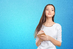 Donna che cattura le note Fotografia Stock
