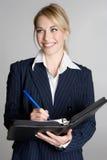 Donna che cattura le note Immagini Stock