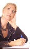 Donna che cattura pensiero delle note immagini stock