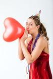 Donna che celebra compleanno o giorno di biglietti di S. Valentino Immagini Stock Libere da Diritti