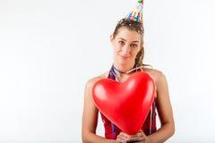 Donna che celebra compleanno o giorno di biglietti di S. Valentino Fotografie Stock