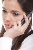 Donna che comunica al cellulare Fotografia Stock Libera da Diritti