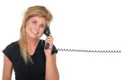 Donna che comunica sul telefono Fotografie Stock Libere da Diritti