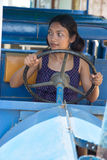 Donna che conduce bus Fotografie Stock Libere da Diritti