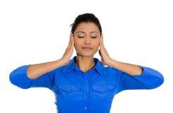 Donna che copre le sue orecchie di mani, di occhi e di chiuso della bocca chiuso Fotografia Stock