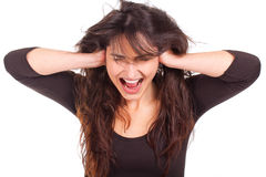 Donna che copre le suoi orecchie e screamin Immagine Stock