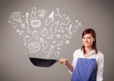 Donna che cucina le verdure Immagine Stock