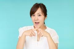 Donna che dimostra proibendo gesto Fotografie Stock