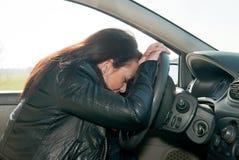 Donna che dorme nell'automobile Immagine Stock Libera da Diritti