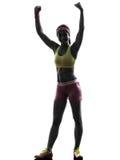 Donna che esercita armi di forma fisica alzate   siluetta Immagini Stock Libere da Diritti