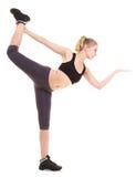Donna che esercita salto allungando dancing Immagini Stock Libere da Diritti