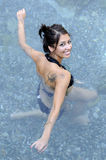 Donna che fa acqua aerobica Fotografie Stock Libere da Diritti