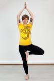 Donna che fa allenamento di yoga Immagini Stock