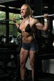 Donna che fa allenamento tozzo per le gambe Immagine Stock Libera da Diritti