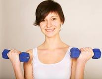 Donna che fa allungando esercitazione alla ginnastica Fotografia Stock