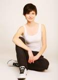 Donna che fa allungando esercitazione alla ginnastica Fotografia Stock Libera da Diritti