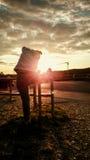 Donna che fa allungando gli esercizi al tramonto Fotografia Stock Libera da Diritti