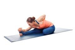 Donna che fa asana di yoga di Ashtanga Vinyasa Fotografia Stock Libera da Diritti