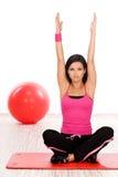 Donna che fa esercitazione di forma fisica Immagine Stock