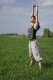 Donna che fa gli esercizi di rilassamento e respiranti Fotografie Stock