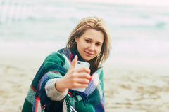Donna che fa il telefono del selfie Fotografia Stock