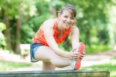 Donna che fa le attività di sport Fotografia Stock Libera da Diritti