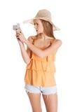 Donna che fa le foto sulle vacanze Fotografia Stock Libera da Diritti