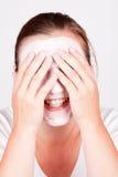 Donna che fa mascherina cosmetica Fotografia Stock Libera da Diritti