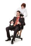 Donna che fa massaggio giovane, uomo sorridente. Immagine Stock Libera da Diritti