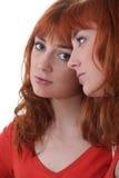 Donna che fissa alla sua riflessione Immagine Stock Libera da Diritti