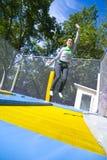 Donna che fluttua sul trampolino Immagini Stock Libere da Diritti