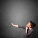 Donna che gesturing con lo spazio della copia Fotografie Stock Libere da Diritti