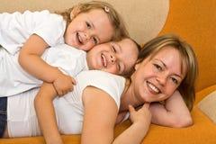 Donna che gioca con i bambini Fotografie Stock
