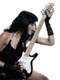Donna che gioca il giocatore di chitarra elettrica immagini stock libere da diritti