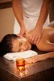 Donna che gode del massaggio Fotografia Stock Libera da Diritti