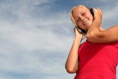 Donna che gode della musica Fotografia Stock Libera da Diritti