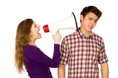 Donna che grida all'uomo Fotografie Stock
