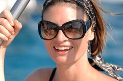 Donna che ha divertimento dal mare Fotografia Stock