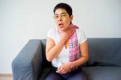 Donna che ha freddo Fotografia Stock Libera da Diritti