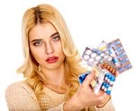 Donna che ha le pillole e compresse. Fotografia Stock