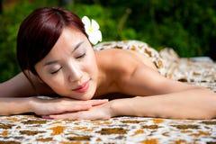 Donna che ha massaggio fotografie stock