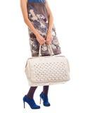 Donna che hoding grande borsa Fotografia Stock
