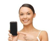 Donna che indica allo smartphone con lo sport app Fotografia Stock