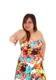 Donna che indica con la barretta fotografia stock libera da diritti